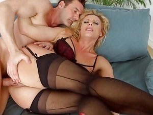 Blonde babe in dark stockings gets double penetration